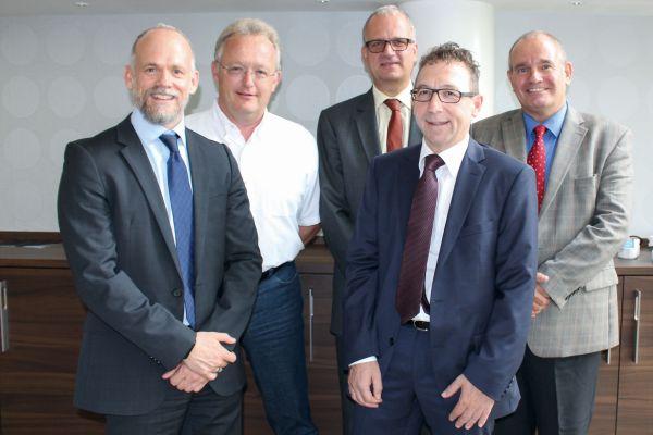 Vorstand und Geschäftsführung GMS e.V. (von links nach rechts): Alexander Dehnelt, Diehl Metall Stiftung & Co. KG, Röthenbach (GMS-Vorstandsvorsitzender); Christian Bruse, Bruse GmbH & Co. KG, Attendorn (stellv. GMS-Vorstandsvorsitzender); Peter Diekmann, KME Brass Germany GmbH, Berlin; Jürgen Christian Schütz, BEULCO GmbH & Co. KG, Attendorn; Hilbert Wann, Geschäftsführer GMS e.V., Düsseldorf.