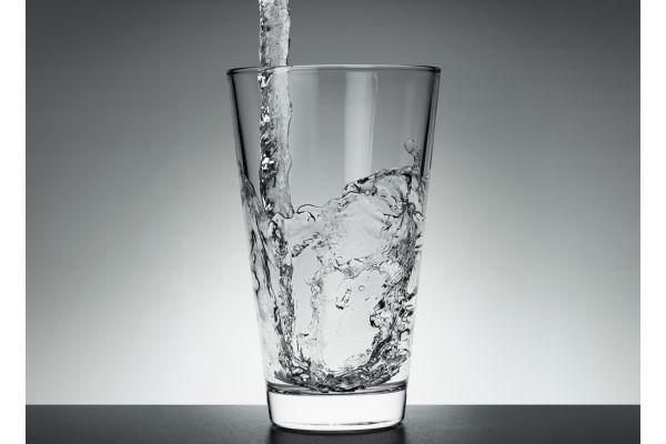 Die novellierte Trinkwasserverordnung bringt in einige Handlungsfelder neuen Schwung. Bei Überschreitungen technischer Maßnahmenwerte meldet das Labor diesen Wert direkt dem Gesundheitsamt, und es ist eine Gefährdungsanalyse gemäß der neuen Richtlinie VDI/BTGA/ZVSHK 6023 Blatt 2 durchzuführen.