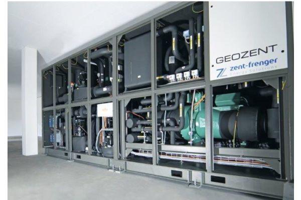 Eine 4,9 MW Großwärmepumpen-Verbundanlage von Zent-Frenger mit integrierter Hydraulik.