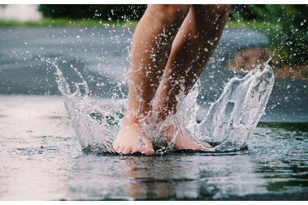 Regen macht nicht nur Spaß … Besonders bei sommerlichem Starkregen kommt das Abwasserkanalsystem an seine Grenzen.