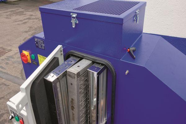 Mehrstufiger Abscheider mit ausziehbaren Komponenten.