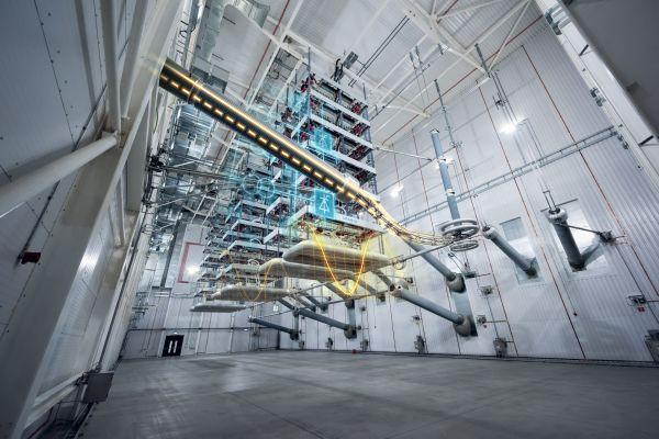 Bild einer Hochspannungsanlage mit virtuellen Linien.
