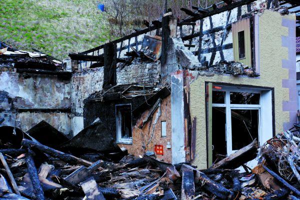 Für viele Bauherren ist der Brandschutz notwendig, aber unübersichtlich. Dabei wird aus den Augen verloren, dass er im Interesse der Eigentümer, Nutzer und Betreiber ist, damit nicht ganze Stadtviertel abbrennen.