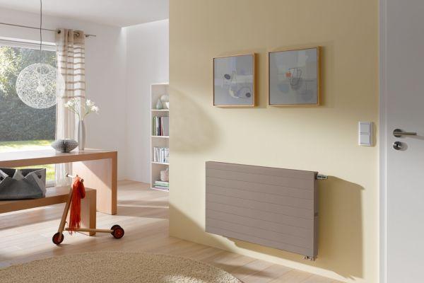 Ein Kermi-Ventilheizkörper in einem Wohnzimmer.