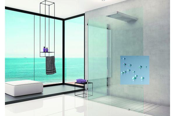 """Duschvergnügen im geräumigen XXL-Format: Das Echtglas der """"Ciela""""-Dusche gibt es jetzt auch mit """"Ever Glas""""-Veredelung."""