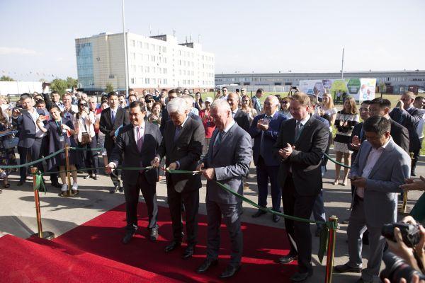 Das Bild zeigt die feierliche Zeremonie der neuen Wilo-Tochtergesellschaft in Kasachstan.