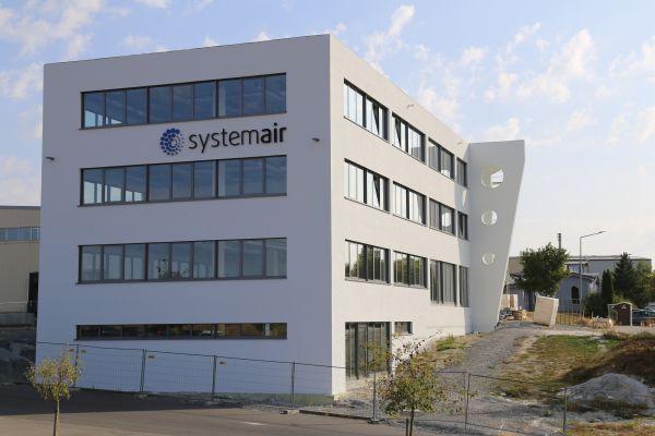 Das Bild zeigt das neue Büro- und Kantinengebäude.