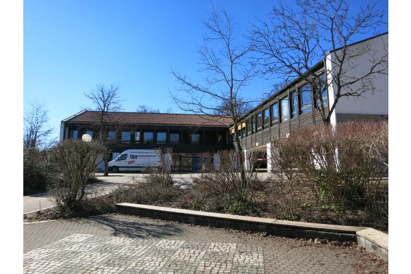 Schule saniert Fußbodenheizung im laufenden Betrieb