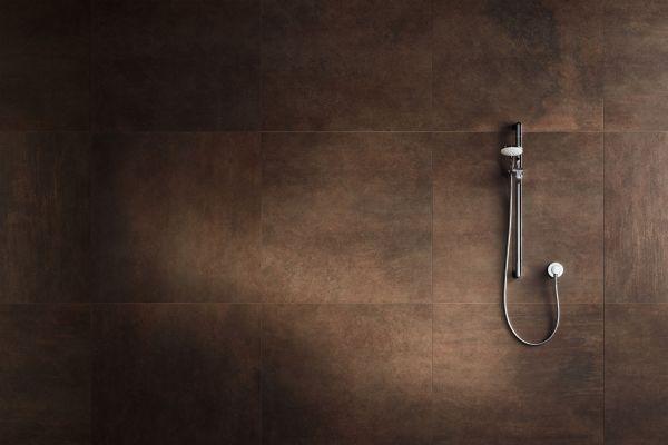 """Das Bild zeigt eine Dusche mit dem Armaturenkonzept """"IXMO SOLO""""."""