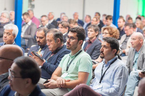 Das interessierte Fach-Publikum verfolgte nicht nur die Präsentationen, sondern nutzte das Symposium auch zum gedanklichen Austausch.
