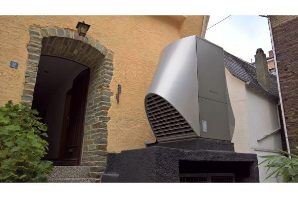 Außengerät einer Wärmepumpe von Novelan.