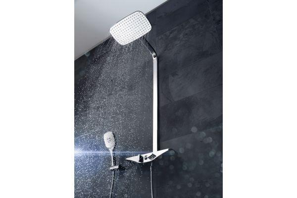 """Das Bild zeigt das Wellfit-Duschsystem """"HansaEmotion""""."""