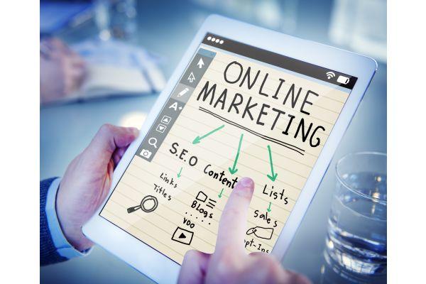 Warum keinen eigenen Blog? Oder vielleicht einen Online-Shop? Die digitalisierte Welt steht auch kleinen Handwerks-Unternehmen offen.