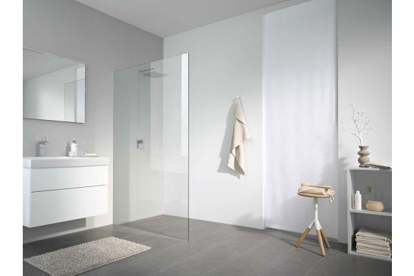 """Das Bild zeigt die """"X80 Free""""-Walk-In-Dusche von Koralle."""