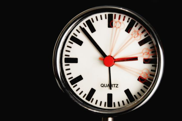 Das Bild zeigt eine Uhr.
