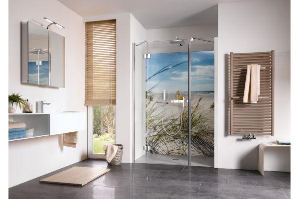 Das Bild zeigt ein Badambiente mit Produkten von HSK.