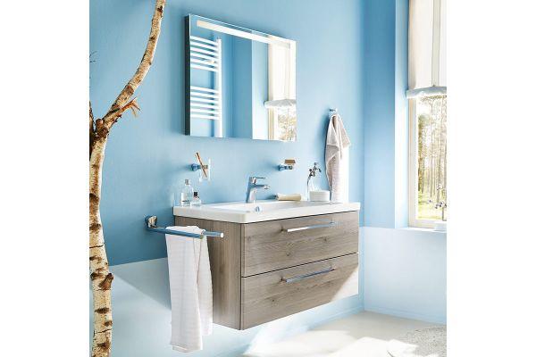 """Das Bild zeigt ein Baddesign-Beispiel mit den Badmöbeln der sanibel-Kollektion """"1.1 QUADRO""""."""