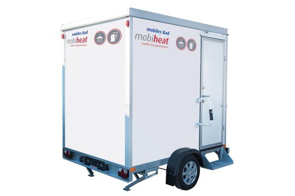 "Das Bild zeigt den mobilen Sanitäranhänger ""mobibad""."