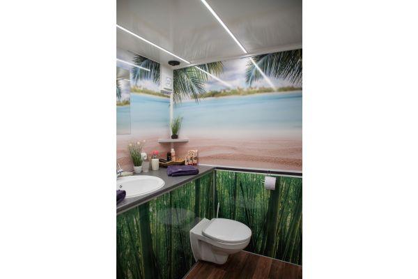 Das Bild zeigt das mobile Bad von innen.