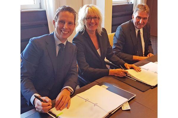 Geschäftsführer der Skoberne GmbH und Cox Geelen BV bei der Übernahme von Skoberne.
