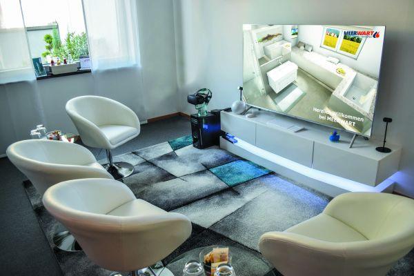 Die Beratungslounge von Firma Meerwart. In bequemen Ledersesseln nehmen die Kunden Platz und werden mit virtuellen Kojen beraten.