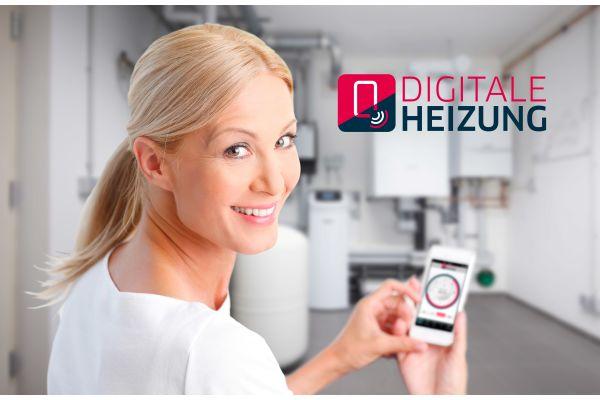 Eine Frau mit einem Smartphone neben dem Schriftzug
