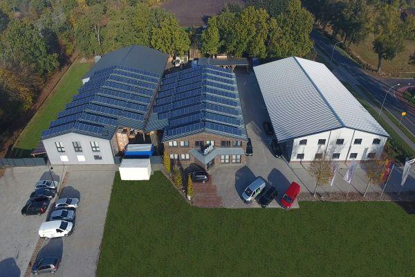 Der Hauptsitz von RMB/Energie in Saterland von oben.
