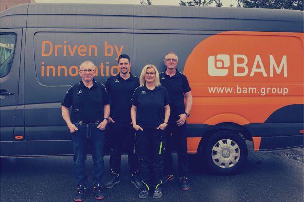 Das Bild zeigt das Mitarbeiter-Team der BAM Group.