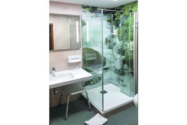 """Das Komplettpaket für die Teil-Badsanierung aus einer Hand, alles aufeinander abgestimmt, als Just-in-time-Lieferung montagefertig auf die Baustelle – das ist die Leistung, mit der """"Duschking"""" beim Fachhandwerk punktet."""