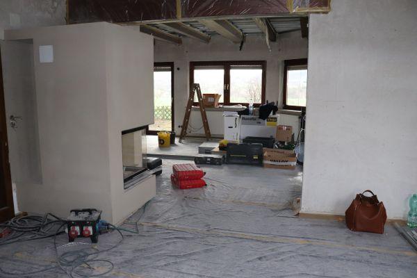 Wohnzimmer in der Renovierungsphase.