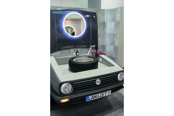 Auch das ist ISH: Endlich mal ein bedarfsgerechter innerhäuslicher Waschplatz für Petrolheads…