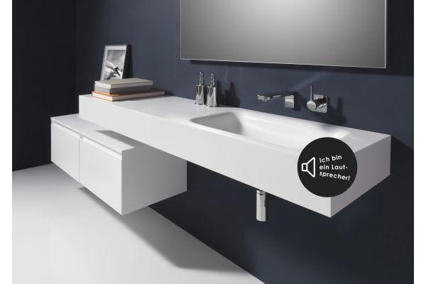Das Bild zeigt eine Waschtischplatte mit eingebautem Bluetooth-Receiver.