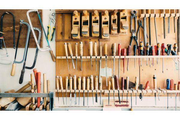 Ein gut sortierter, digitaler Werkzeugschrank mit reichlich nützlichen Tools findet sich im neuen Fachportal FEBS.