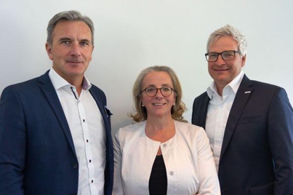 Das Bild zeigt Robert Summer, Andrea Heiner-Kruckas und Andreas Kregler.