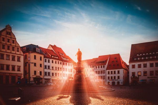 Brunnen auf einem Platz in Freiberg/Sachsen.