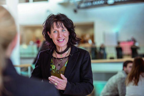 Christine Degenhart im Gespräch.