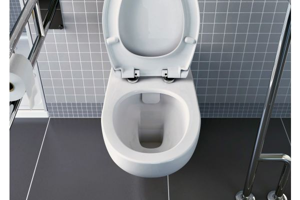 """Die """"Conforma""""-Wand-WCs von VitrA Bad lassen sich so montieren, dass eine Sitzhöhe von 48 cm erreicht wird."""
