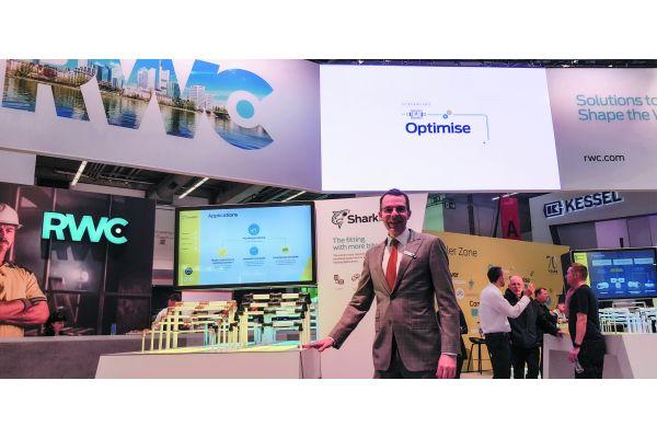 """""""Optimise"""" steht eher zufällig auf dem Display, könnte aber genauso das Handlungsmotto von RWC-CEO Heath Sharp sein: die Einzelmarken bündeln, den Markenauftritt von RWC spitz konzentrieren und die Gruppe dann als Problemlöser gegenüber dem Fachhandwerker positionieren…"""