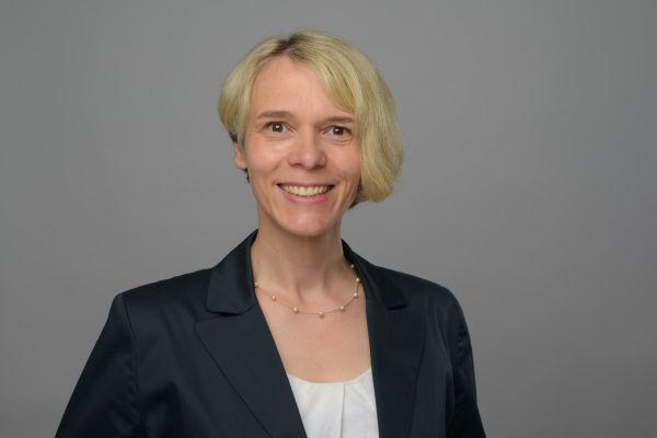 Das Bild zeigt Anja Rosenau.