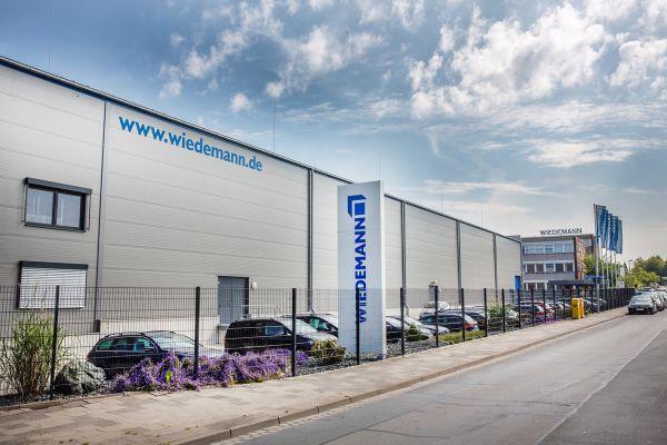 Das Bild zeigt die Wiedemann-Unternehmenszentrale.
