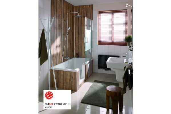 Das Bild zeigt einen Badausschnitt mit einer Badewannendusche, die mit dem Wandverkleidungssystem