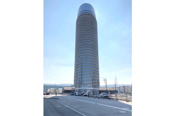 Der Jabee-Tower in Dübendorf von außen.