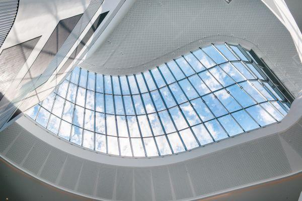 Dachfenster von unten fotografiert.