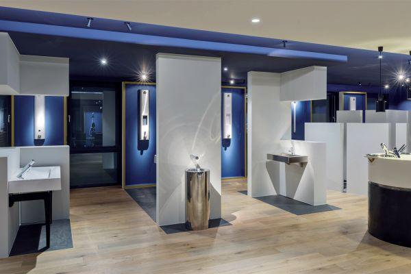 Das Bild zeigt einen Showroom.