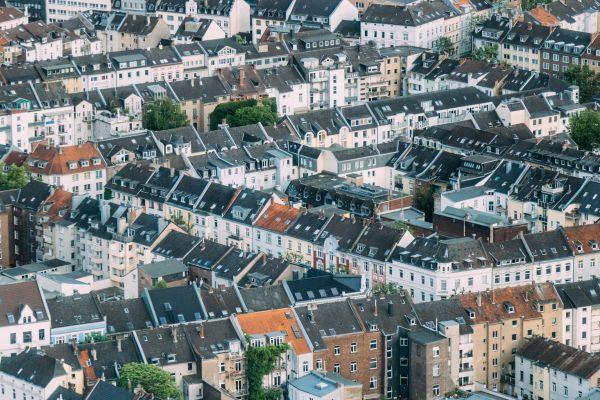 Mehrere Häuserzeilen von oben.