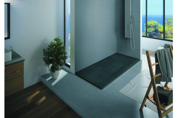 """Der """"KINESTONE""""-Duschflächen sind aus einem Mineralguss-Hybrid¬werk¬stoff. Dadurch können sie mit konventionellem Werkzeug noch auf der Baustelle millimetergenau an die Gegebenheiten angepasst werden – ein klarer Verarbeitungsvorteil für das Fachhandwerk."""