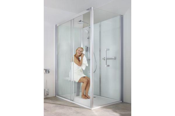 Die Roth Vinata Comfort ist mit einem Sitz und Haltegriffen erhältlich. Sie eignet sich zum Austausch für eine bestehende Badewanne.