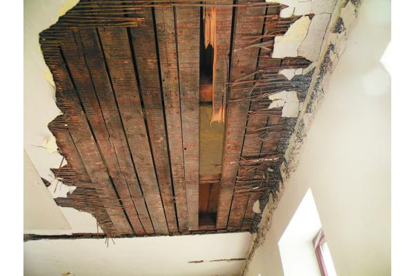 Sonderfall(e) Holzbalkendecken – Brandschutz-Spezialfälle richtig abschotten