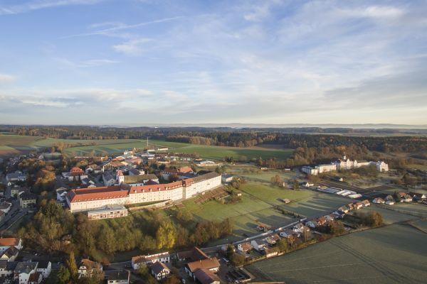 Das Kloster Mallersdorf aus der Vogelsperspektive.