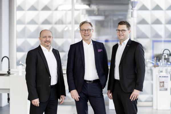 Das Bild zeigt Richard Brantzen (Vertriebsleiter Mitte), Lars Kreutz (Managing Director Markets Germany/Switzerland) und Thorsten Neelen (Vertriebsleiter Deutschland).